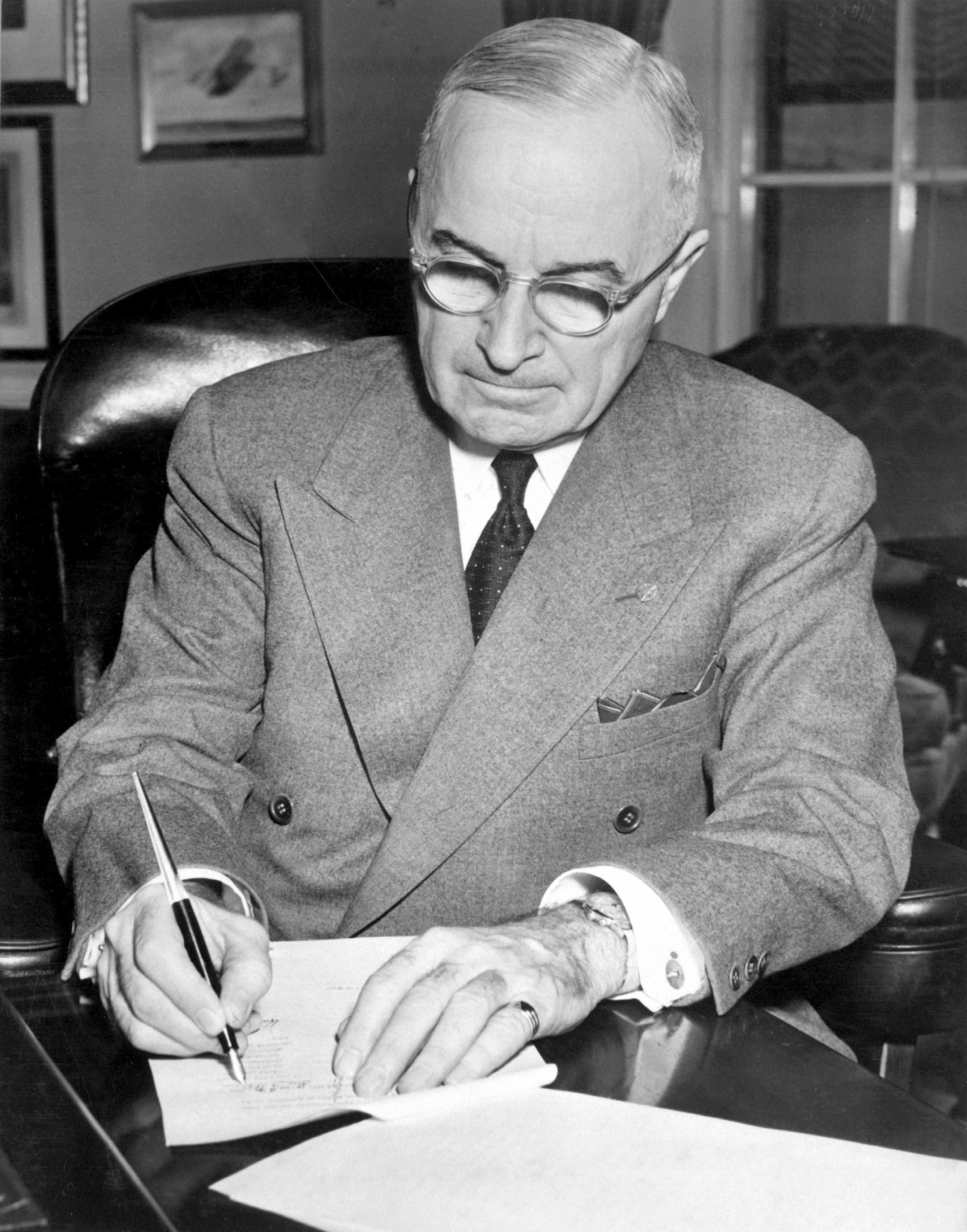 the plan to end the war by president harry truman Truman faced communist fears, real or imagined  harry truman sometimes was  forces in europe in world war two president truman believed that other problems.
