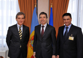 Left to right: Iurie Leanca (Minister of Foreign Affairs of Moldova) with NATO Secretary General, Anders Fogh Rasmussen and Vitalie Marinuta (Minister of Defence of Moldova)