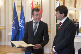 small_Visit by NATO Secretary General to Hungary