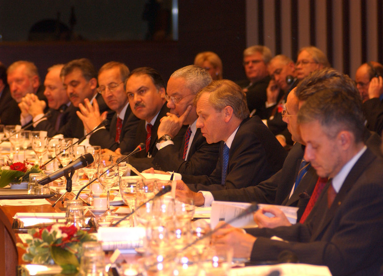 b041208n 8th December 2004 Ministerial Working Dinner at the Palais d'Egmont to celebrate the 10th anniversary of the Mediterranean Dialogue. - Address NATO Secretary General, Jaap de Hoop Scheffer