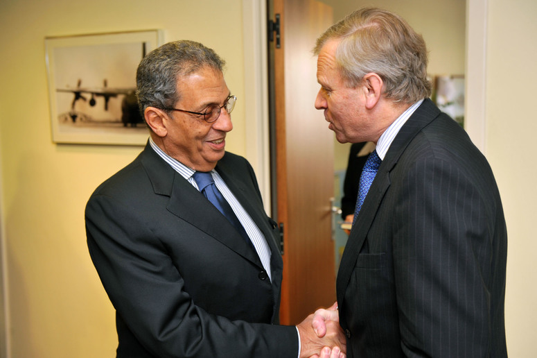 Left to right: Amr Moussa, Secretary General of the League of Arab States shaking hands with NATO Secretary General, Jaap de Hoop Scheffer.