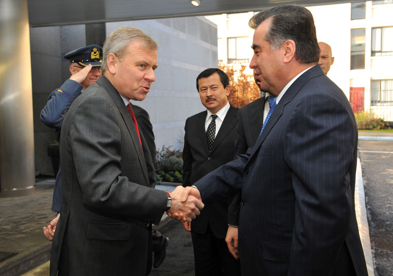 Left to right: NATO Secretary General, Jaap de Hoop Scheffer greets President Emomali Rahmon (Tajikistan) upon his arrival