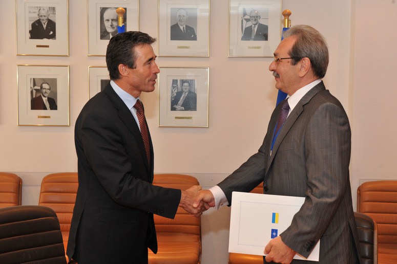 From left to right: NATO Secretary General Anders Fogh Rasmussen and the Head of the Ukrainian mission to NATO, Ihor Sagach.