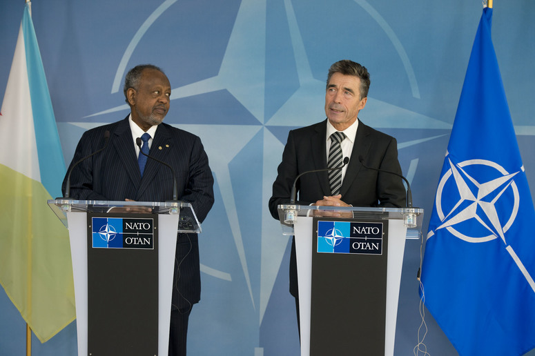 Joint Press Point with NATO Secretary General Anders Fogh Rasmussen and the President of Djibouti, Mr. Ismail Omar Guelleh (left)