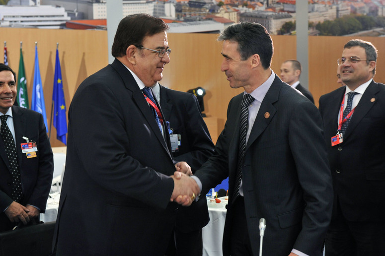 Abdul Rahim Wardak, Minister of Defence of Afghanistan (left) and NATO Secretary General Anders Fogh Rasmussen (right)