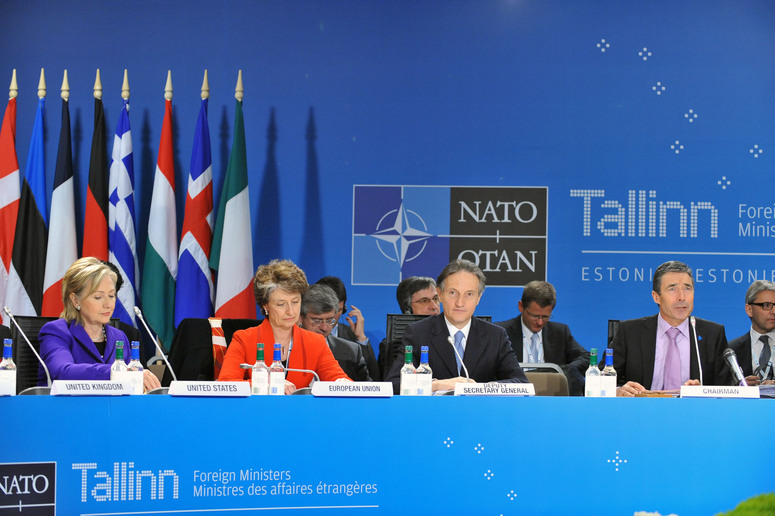 From left to right: US Secretary of State, Hillary Rodham Clinton, Claude-France Arnould, Deputy Director, EU Crisis Management and Planning Directorate, Ambassador Claudio Bisogniero, NATO Deputy Secretary General and NATO Secretary General Anders Fogh Rasmussen