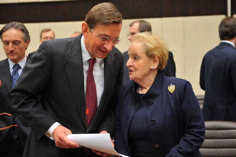 Left to right: Jeroen van der Veer (Vice Chair of the Group of Experts) talking with Madeleine Albright (Chair, Group of Experts)