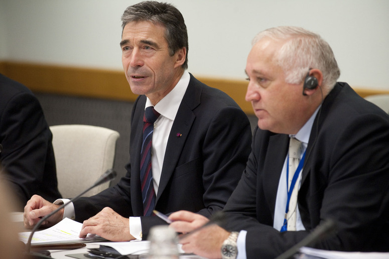 Conference of National Armaments Directors (CNAD) meeting Left : Opening remarks by NATO Secretary General, Anders Fogh Rasmussen