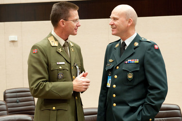 /nato_static_fl2014/assets/pictures/2010_10_101028a-cnad/20101029_101028a-019_rdax_375x250.jpg