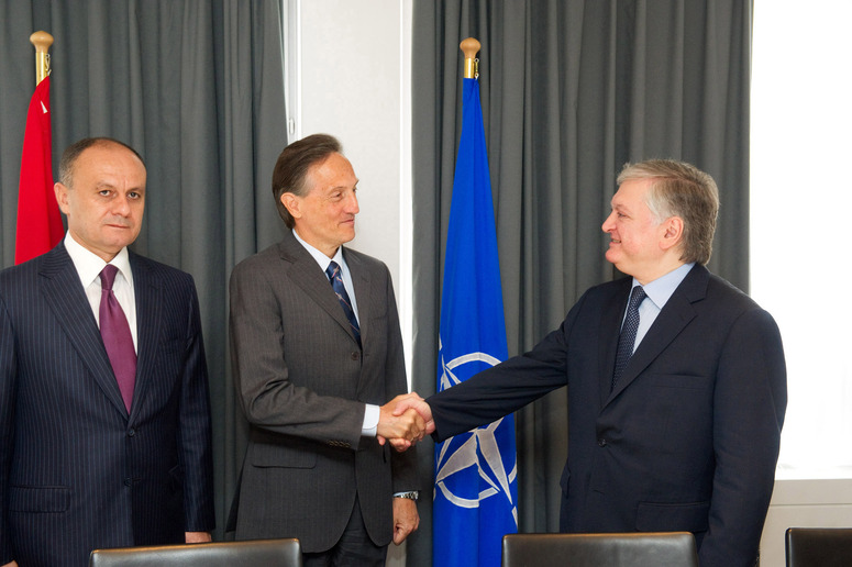 Bilateral meeting with NATO Deputy Secretary General, Ambassador Claudio Bisogniero - Left :  Seyran Ohanyan (Minister of Defence of Armenia). Centre and right: NATO Deputy Secretary General, Ambassador Claudio Bisogniero shaking hands with Edward Nalbandyan (Minister of Foreign Affairs of Armenia)