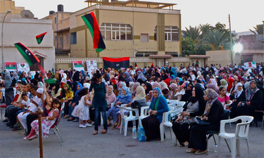 /nato_static_fl2014/assets/pictures/2011_09_110915b-life-in-tripoli/20110915_110915b-007_rdax_375x225.jpg