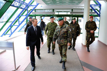 /nato_static_fl2014/assets/pictures/2011_11_111110h-conference-vilnius/20111205_111110h-012_rdax_375x250.jpg