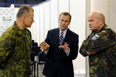 /nato_static_fl2014/assets/pictures/2011_11_111110h-conference-vilnius/20111205_111110h-013_rdax_375x250.jpg