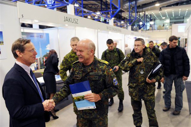/nato_static_fl2014/assets/pictures/2011_11_111110h-conference-vilnius/20111205_111110h-014_rdax_375x250.jpg