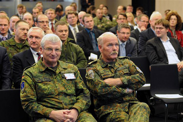 /nato_static_fl2014/assets/pictures/2011_11_111110h-conference-vilnius/20111205_111110h-021_rdax_375x250.jpg
