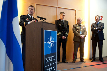 /nato_static_fl2014/assets/pictures/2012_02_120215a-ptec-marketplace/20120215_120215a-004_rdax_375x250.jpg