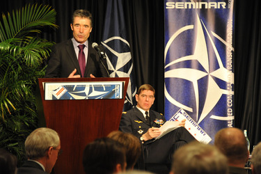 /nato_static_fl2014/assets/pictures/2012_02_120228a-act-seminar/20120228_120228a-010_rdax_375x250.jpg