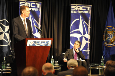 /nato_static_fl2014/assets/pictures/2012_02_120228a-act-seminar/20120228_120228a-021_rdax_375x250.jpg