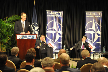 /nato_static_fl2014/assets/pictures/2012_02_120228a-act-seminar/20120228_120228a-022_rdax_375x250.jpg