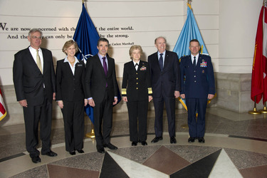 /nato_static_fl2014/assets/pictures/2012_02_120228a-act-seminar/20120229_120228a-036_rdax_375x250.jpg