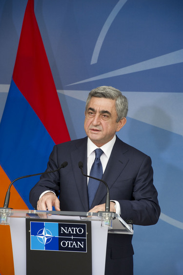 /nato_static_fl2014/assets/pictures/2012_03_120306a-presid-armenia/20120306_120306a-010_rdax_375x564.jpg