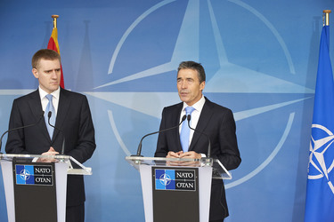 /nato_static_fl2014/assets/pictures/2012_03_120321a-pm-montenegro/20120321_120321a-011_rdax_375x250.jpg
