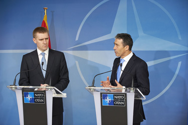 /nato_static_fl2014/assets/pictures/2012_03_120321a-pm-montenegro/20120321_120321a-012_rdax_375x250.jpg