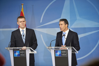 /nato_static_fl2014/assets/pictures/2012_03_120321a-pm-montenegro/20120321_120321a-013_rdax_375x250.jpg