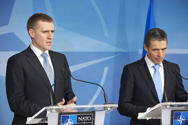 /nato_static_fl2014/assets/pictures/2012_03_120321a-pm-montenegro/20120321_120321a-018_rdax_375x250.jpg