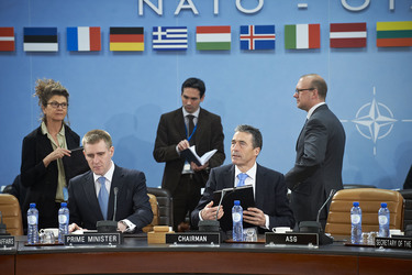 /nato_static_fl2014/assets/pictures/2012_03_120321a-pm-montenegro/20120321_120321a-032_rdax_375x250.jpg