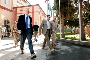/nato_static_fl2014/assets/pictures/2012_04_120412a-visit-sg-afghanistan/20120412_120412a-003_rdax_375x250.jpg