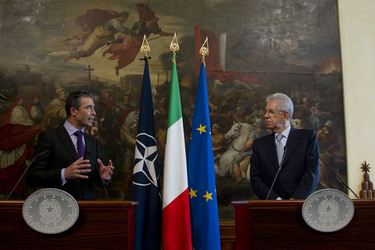 /nato_static_fl2014/assets/pictures/2012_04_120427a-sg-rome/20120428_120427a-029_rdax_375x250.JPG