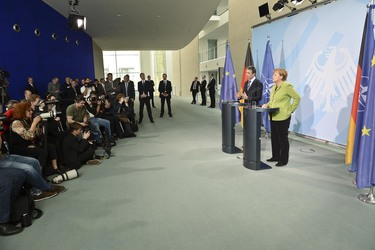 /nato_static_fl2014/assets/pictures/2012_05_120504a-sg-berlin/20120504_120504a-016_rdax_375x250.JPG