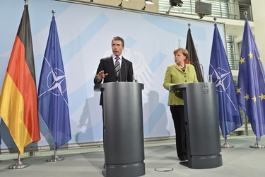 /nato_static_fl2014/assets/pictures/2012_05_120504a-sg-berlin/20120504_120504a-017_rdax_375x250.JPG