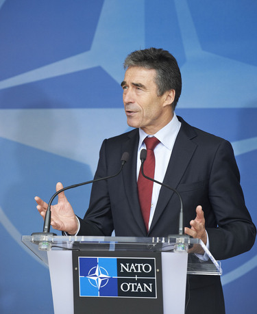 /nato_static_fl2014/assets/pictures/2012_05_120510a-pm-rom/20120510_120510a-010_rdax_375x459.jpg