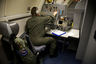 /nato_static_fl2014/assets/pictures/2012_06_120609a-awacs-euro2012/20120610_120609a-002_rdax_375x250.jpg