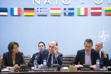 /nato_static_fl2014/assets/pictures/2012_06_120627a-mfa-mod-montenegro/20120627_120627a-008_rdax_375x250.jpg