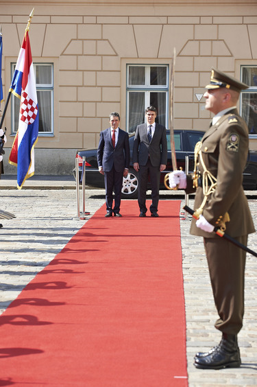 /nato_static_fl2014/assets/pictures/2012_07_120706a-sg-croatia/20120706_120706a-008_rdax_375x564.jpg