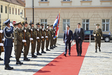 /nato_static_fl2014/assets/pictures/2012_07_120706a-sg-croatia/20120706_120706a-010_rdax_375x250.jpg
