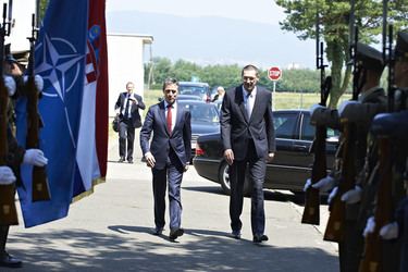 /nato_static_fl2014/assets/pictures/2012_07_120706a-sg-croatia/20120706_120706a-016_rdax_375x250.jpg