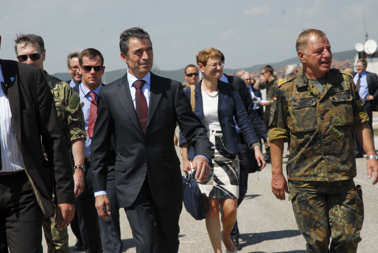 NATO Secretary General Anders Fogh Rasmussen and COMKFOR, MajGen. Erhard Drews (left).
