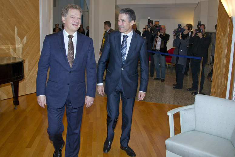 Breakfast meeting between NATO Secretary General Anders Fogh Rasmussen and the President of Finland, Sauli Niinisto