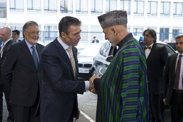 /nato_static_fl2014/assets/pictures/2013_04_130423m-visit-karzai/20130423_130423m-001_rdax_375x250.jpg