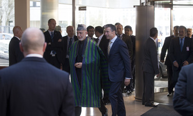 /nato_static_fl2014/assets/pictures/2013_04_130423m-visit-karzai/20130423_130423m-003_rdax_375x227.jpg