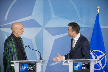 /nato_static_fl2014/assets/pictures/2013_04_130423m-visit-karzai/20130423_130423m-006_rdax_375x250.jpg