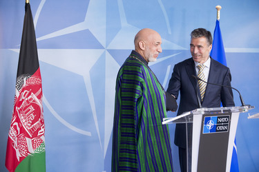 /nato_static_fl2014/assets/pictures/2013_04_130423m-visit-karzai/20130423_130423m-008_rdax_375x250.jpg