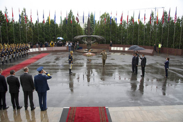 /nato_static_fl2014/assets/pictures/2013_05_130524a-sg-rom/20130524_130524a-006_rdax_375x250.jpg