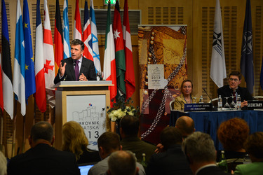 /nato_static_fl2014/assets/pictures/2013_10_131011a-sg-croatia/20131011_131011a-018_rdax_375x250.JPG