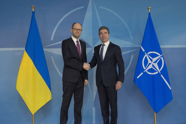 /nato_static_fl2014/assets/pictures/2014_03_140306a-ukr-pm/20140306_140306a-003_rdax_375x250.jpg