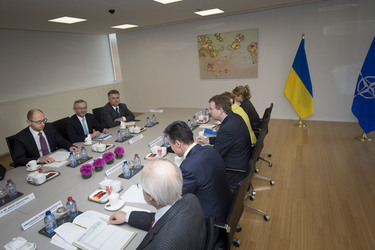/nato_static_fl2014/assets/pictures/2014_03_140306a-ukr-pm/20140306_140306a-010_rdax_375x250.jpg